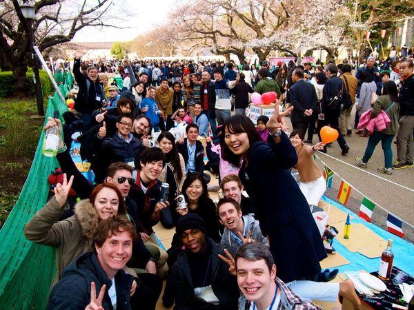 日本人と外国人が一緒に文化体験