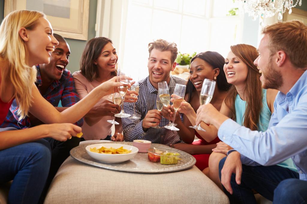 宴会で外国人も盛り上がる!「山手線ゲーム」を英語で遊ぼう