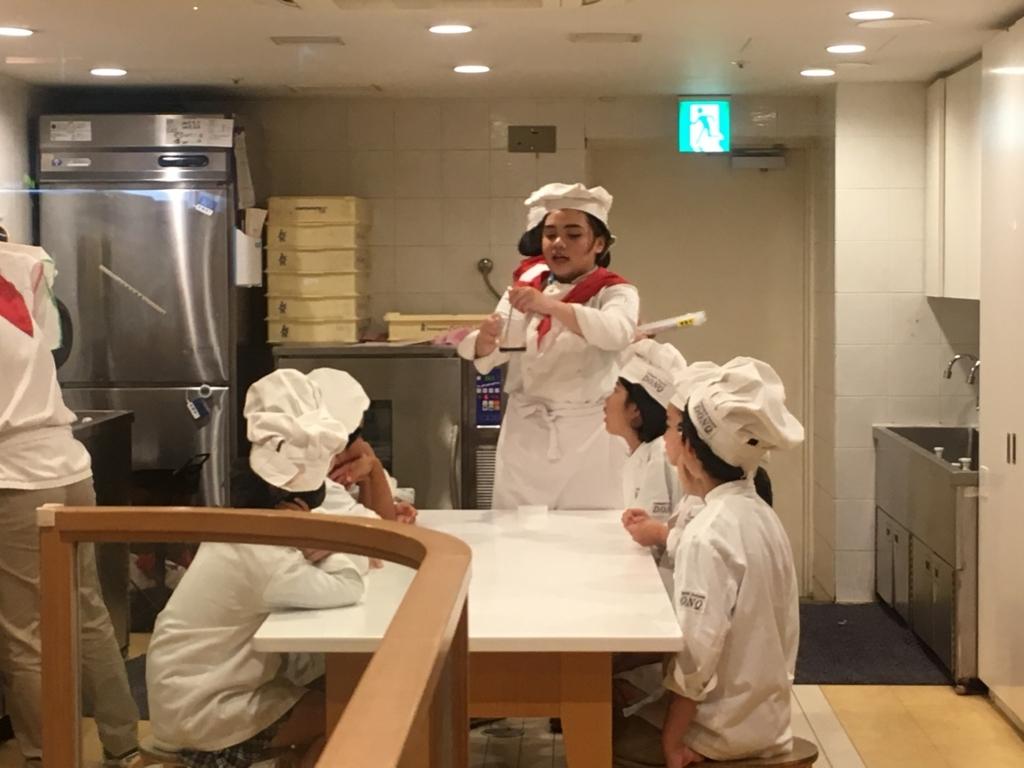 子どもが英語で体験できるパン屋さんの仕事
