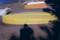 黄色いボートと私の影