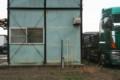 作業小屋とトラック