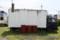 白い荷室のトラック