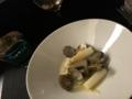 ホワイトアスパラとアサリ、キャベツの内臓ソース