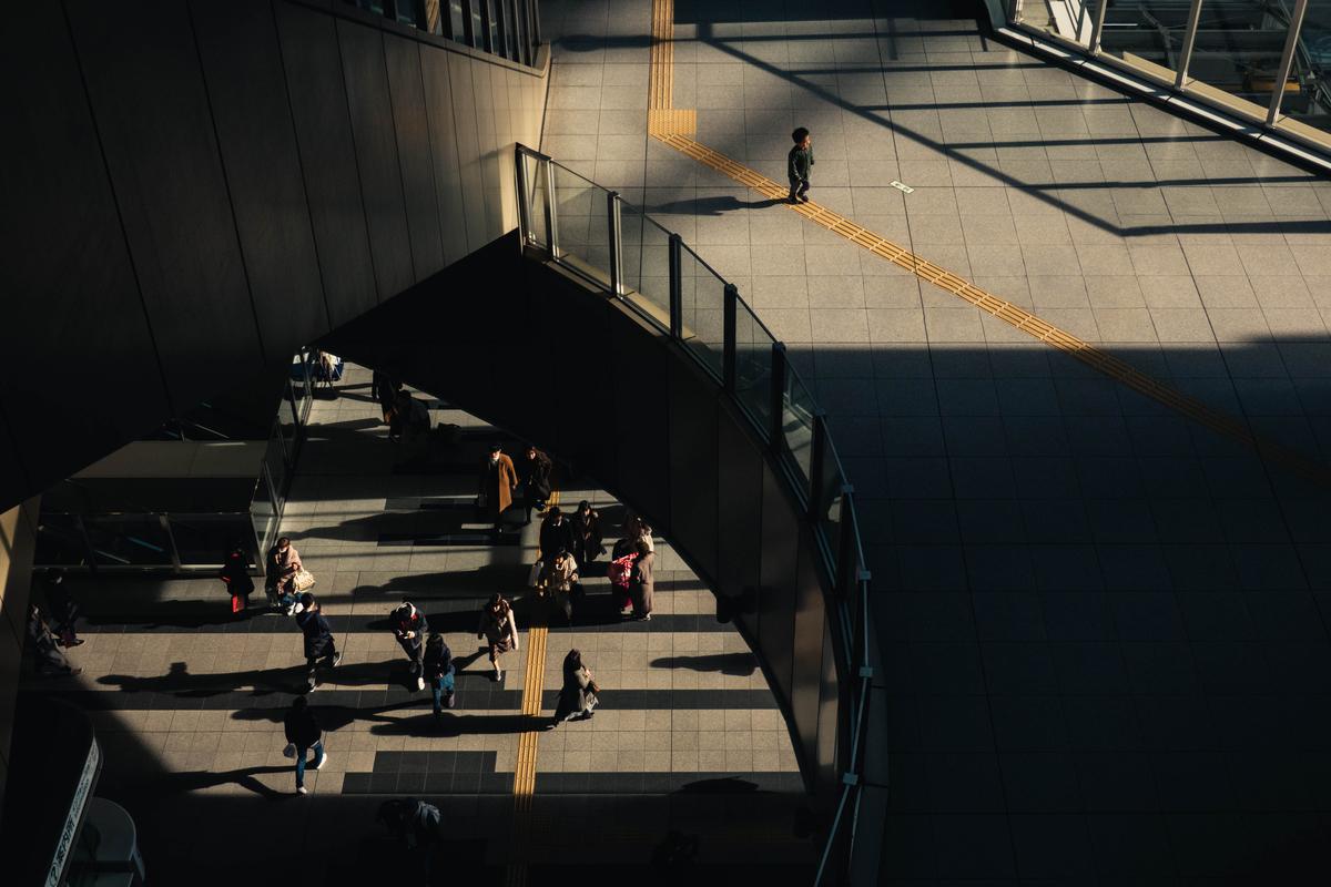 写真:大阪駅の夕方の光景