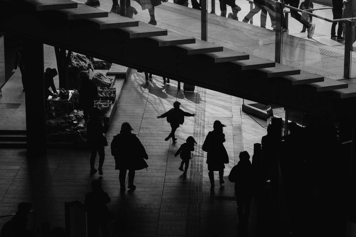 写真:写真展で展示したうめきた広場のシルエット写真