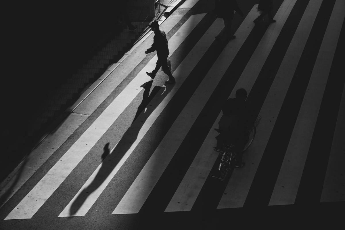 写真:写真展で展示した横断歩道ん夕日の写真