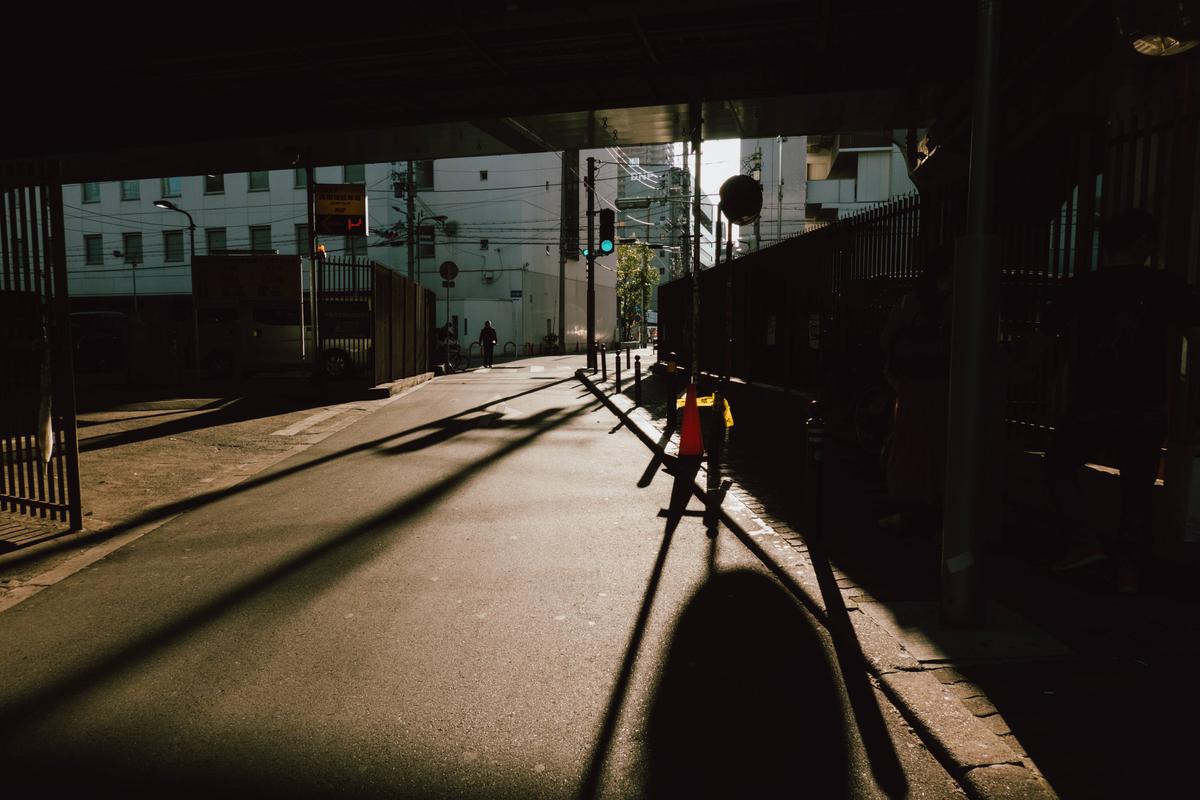 写真:心斎橋の高架下の夕日