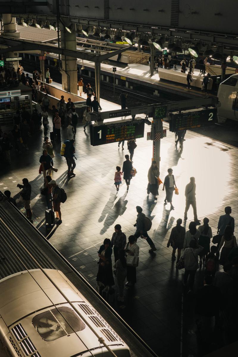 写真:大阪駅の夕方のホーム