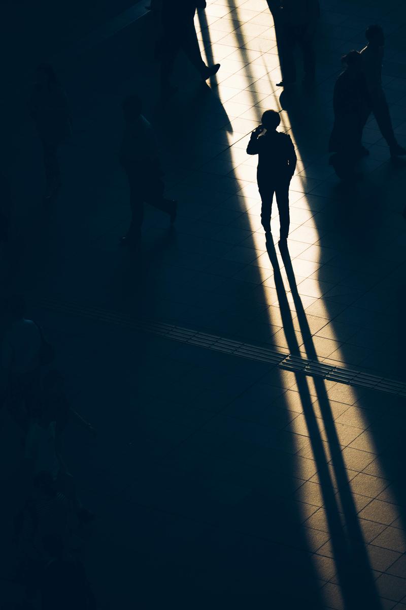 写真:大阪駅の一本の光