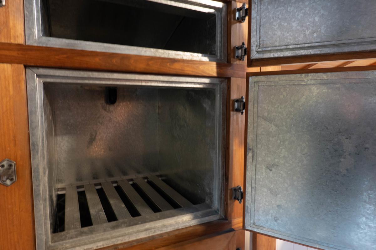 写真:旧志賀直哉邸の冷蔵庫
