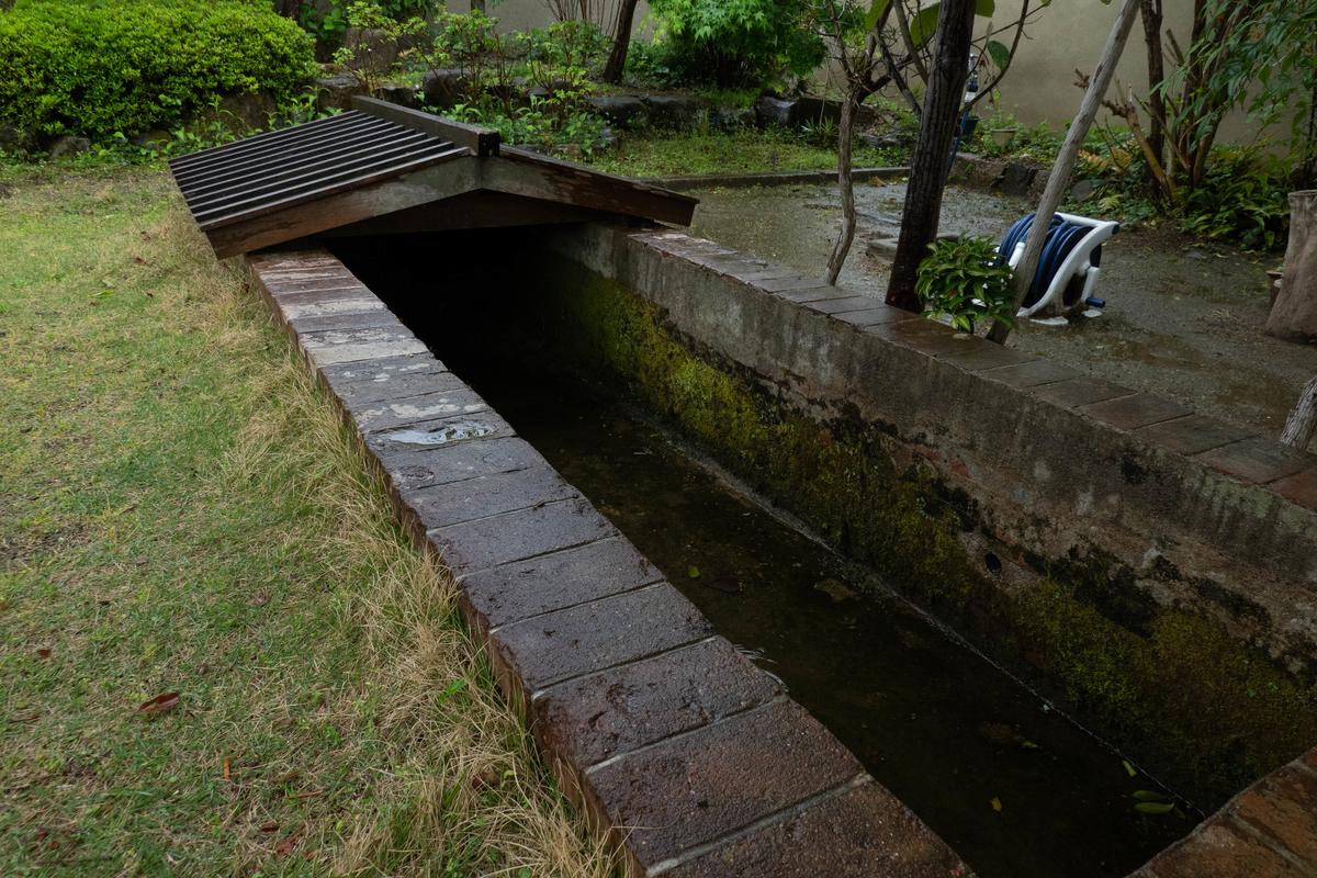 写真:旧志賀直哉邸のプール