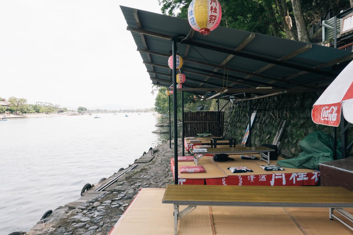写真:嵐山の琴ケ瀬茶屋の店内
