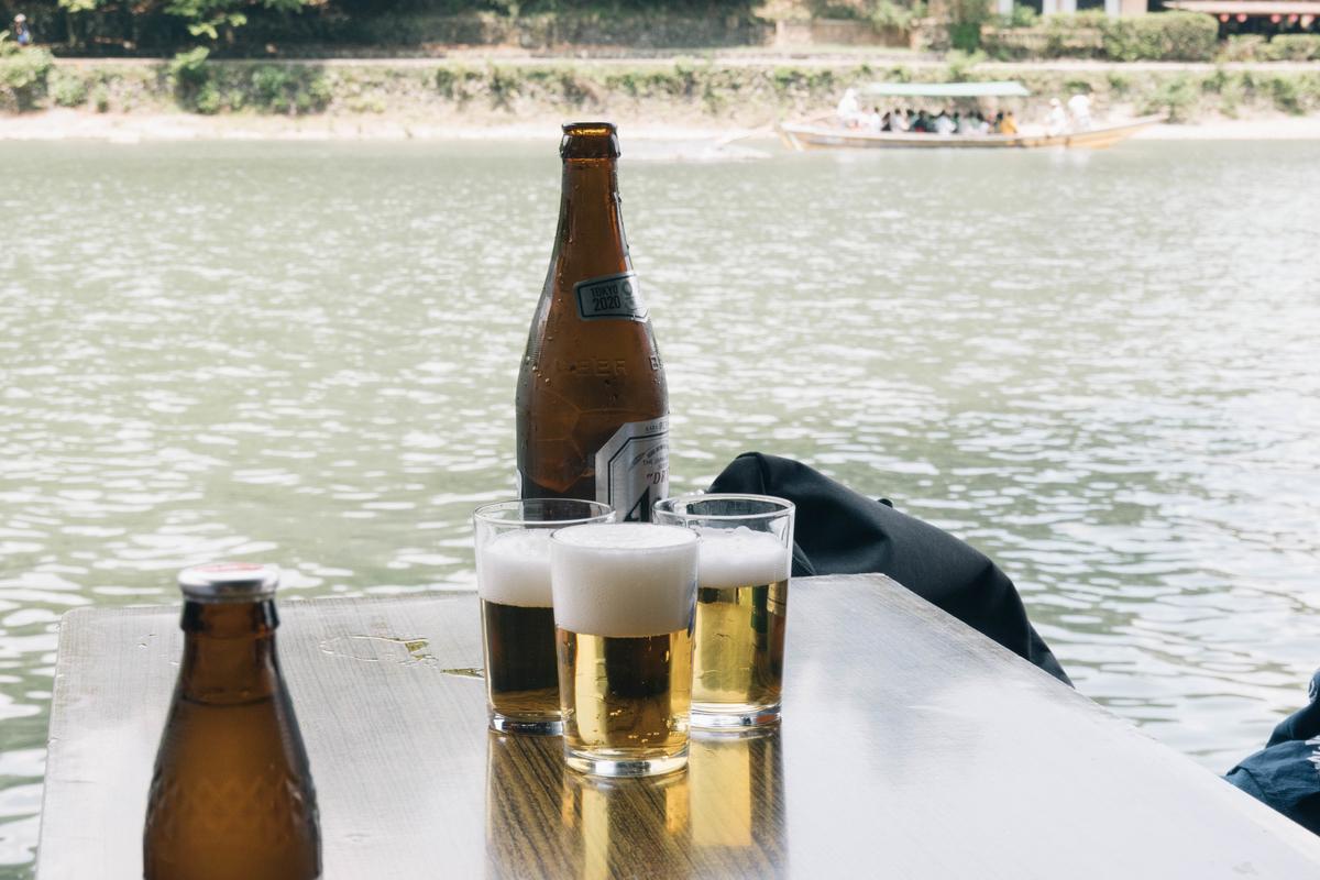 写真:琴ケ瀬茶屋で飲むビール