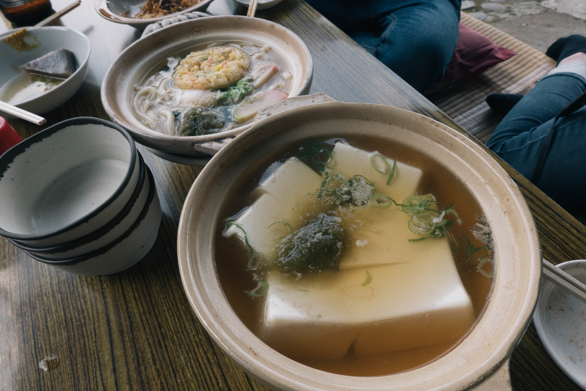 写真:琴ケ瀬茶屋の湯豆腐とうどん