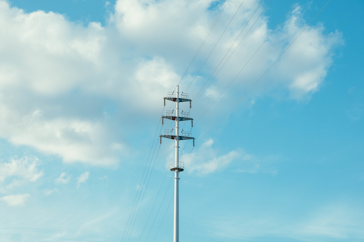 写真:鶴見緑地公園の電波塔
