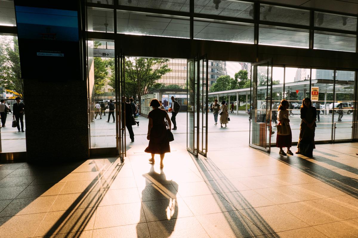 写真:夕方の博多駅