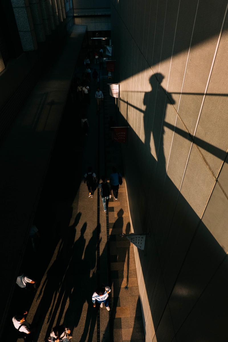 写真:博多駅で撮った影の写真