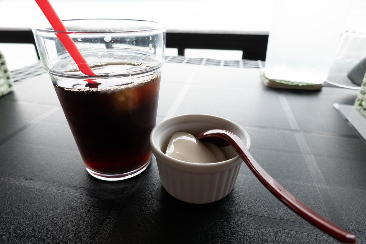 写真:花びら馬刺し丼の食後のコーヒーセット