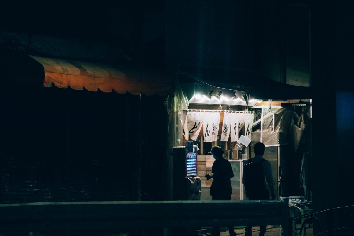 写真:五反田の夜のうどん屋