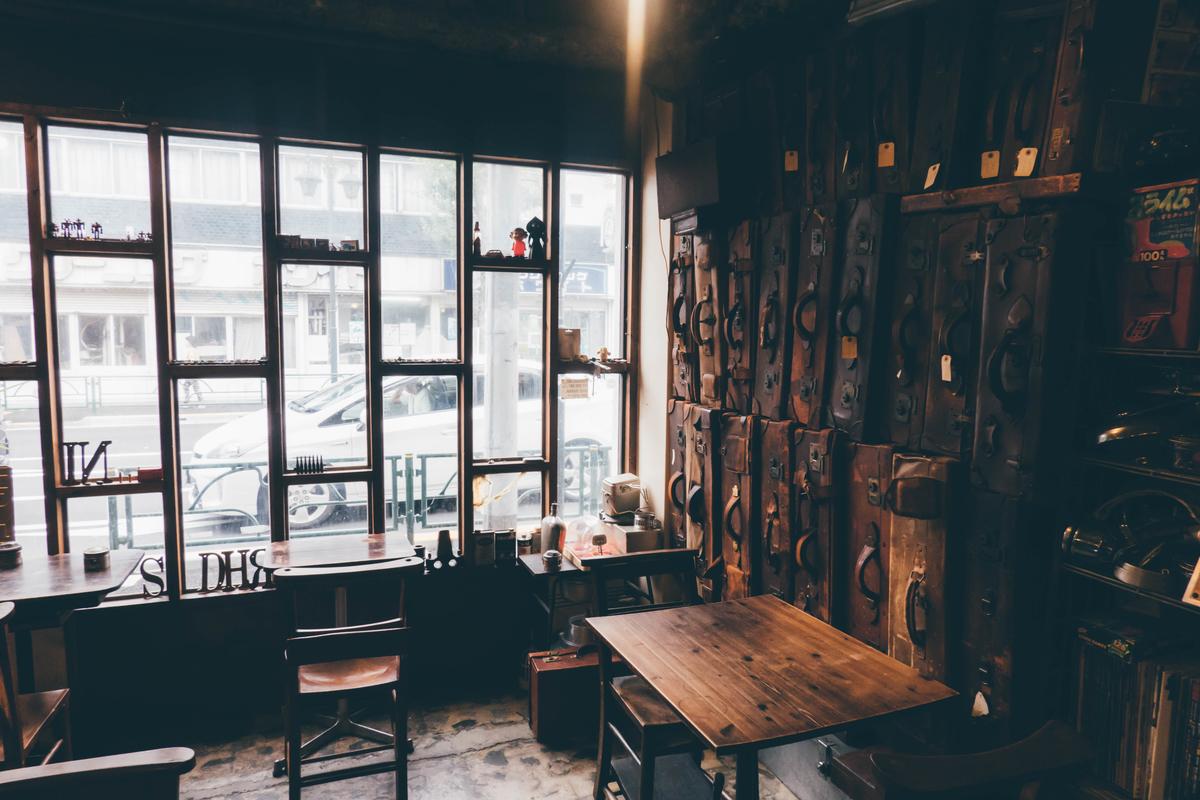 写真:ANTIQUES CAFEの店内