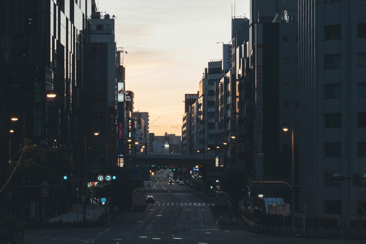 写真:日の出前の梅田