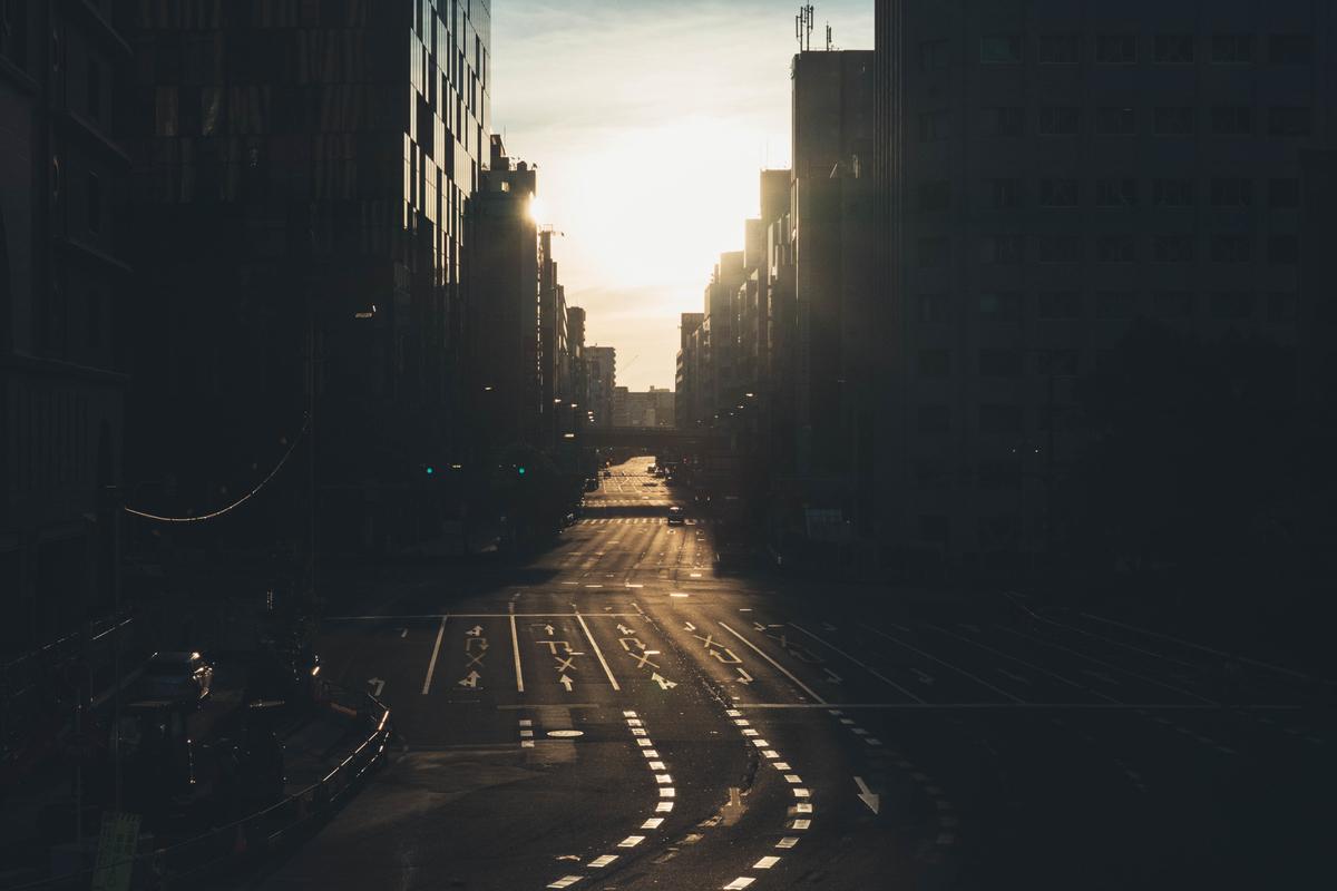 写真:東梅田の早朝の道路