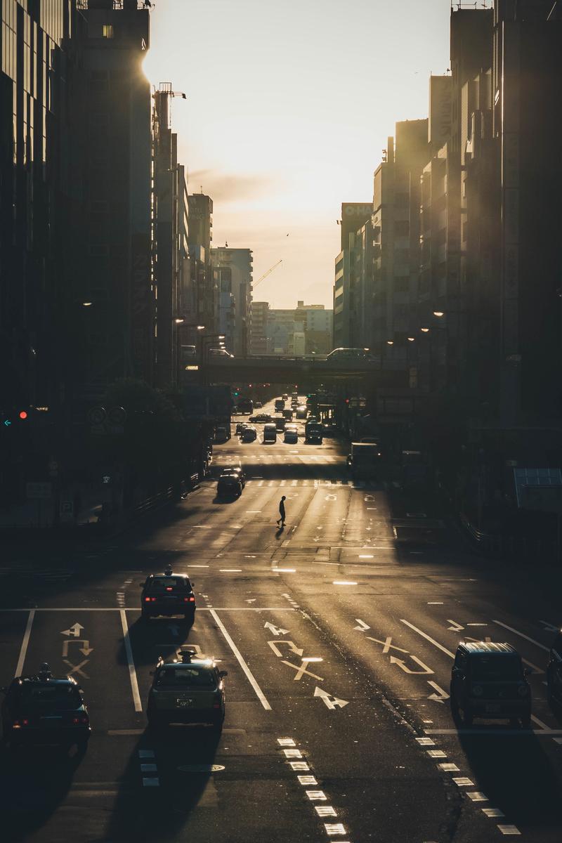 写真:早朝の梅田