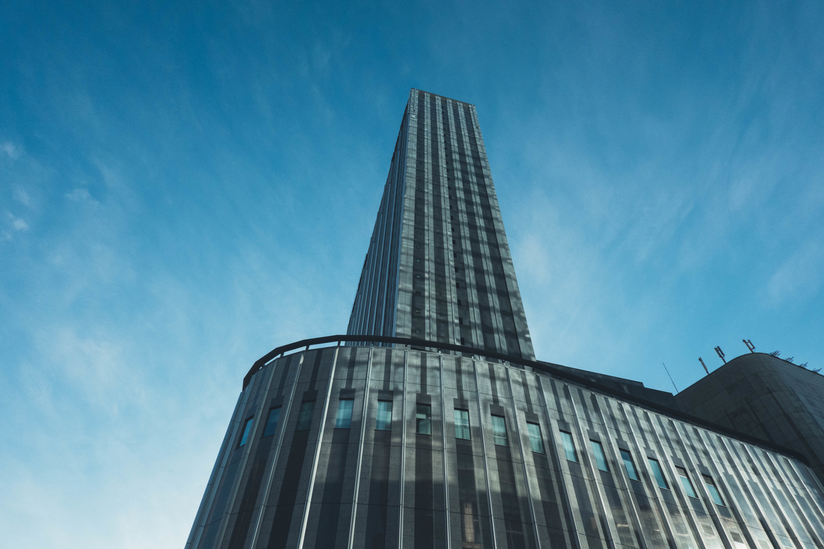 写真:新しく建てられているビル