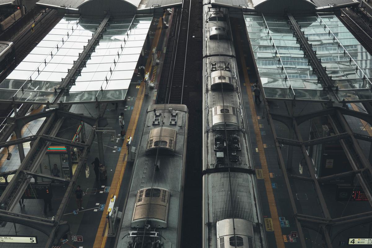 写真:大阪駅の電車