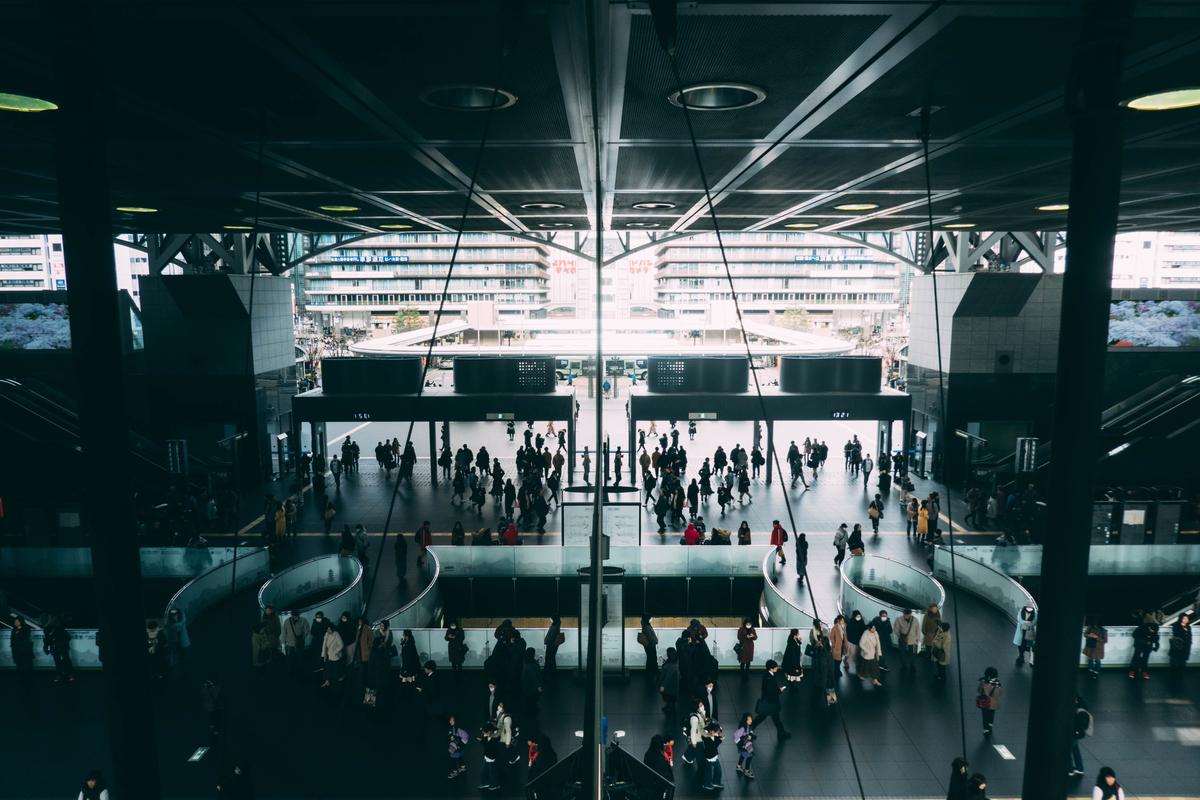 写真:京都駅のリフレクション
