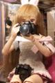 理奈様の手にあるのは。。。5DII。。。膝にはK-5。カメラクラスタ?