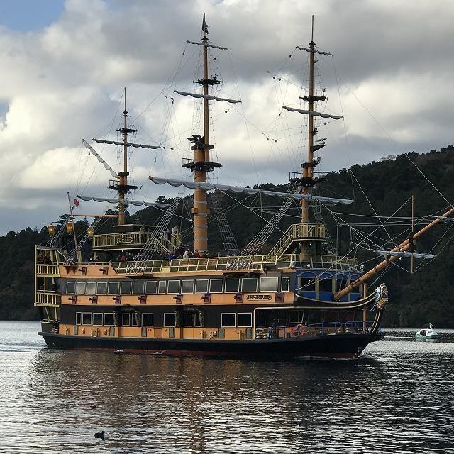 芦ノ湖の海賊船の画像