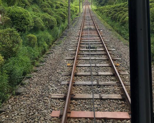 十国峠ケーブルカーの線路