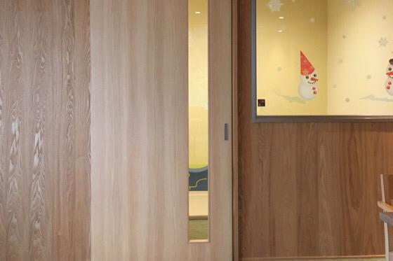 パークス吉野のキッズスペースの扉