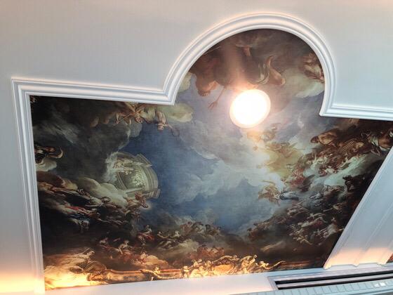 箱根の海賊船の特別船室の天井