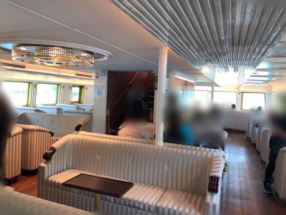 箱根の海賊船の特別船室にある座席