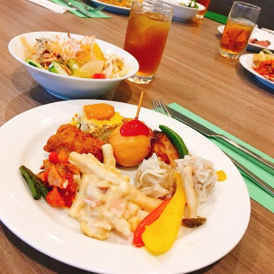 新横浜プリンスホテルケッヘルで友人がとってきた料理