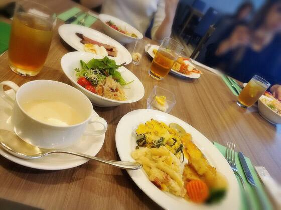 新横浜プリンスホテルケッヘルで友人が選んだ料理