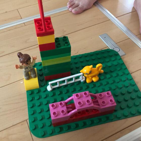 息子が1歳9か月の頃のレゴデュプロで作った作品