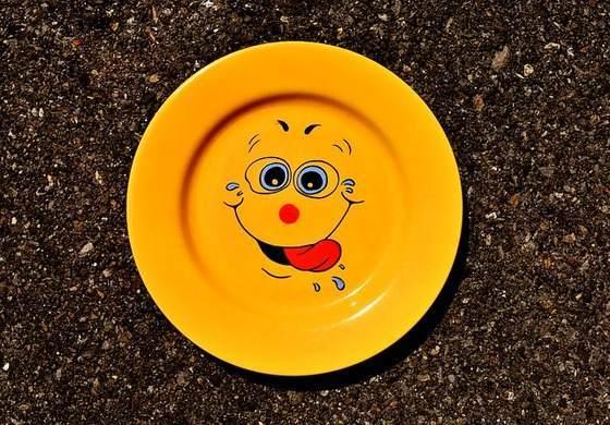 おちゃらけた皿