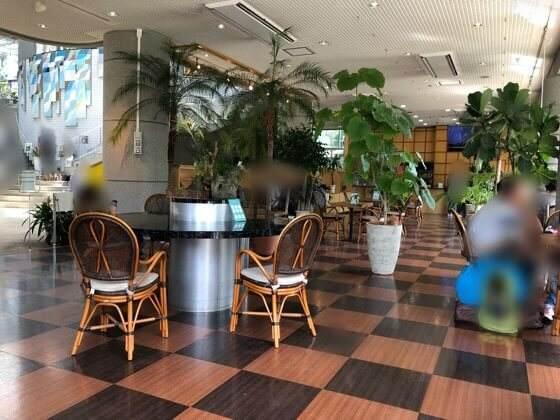 神奈川県相模原市にある相模原公園の植物園カフェの店内