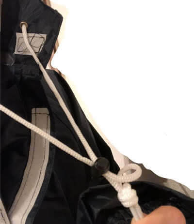 ルルクチュールのレインポンチョについている紐
