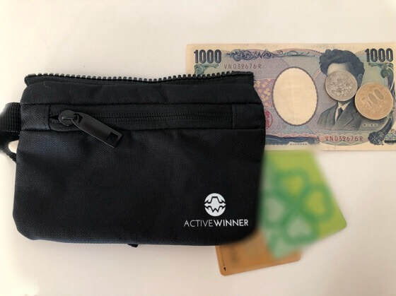 アクティブウィナーのベビーカーバッグの取り外し可能のポーチのなかにいれたカードとお金