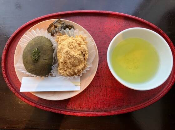 神奈川県小田原市にある鈴廣かまぼこの里のこゆるぎ茶屋で食べたおはぎと飲んだ足柄茶
