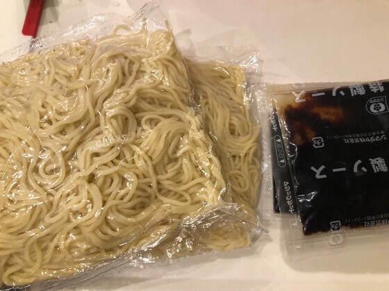 シマダヤの上海焼きそばの麺とソース