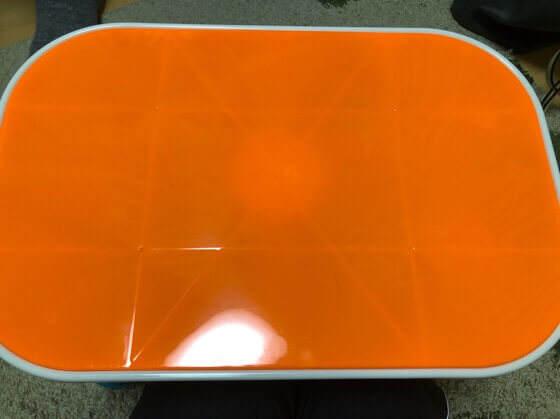 キネティックサンドの机のオレンジ色の蓋
