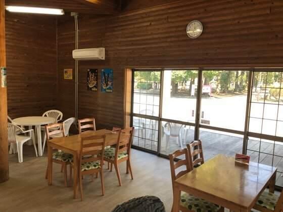 相模原市にある相模原公園のカフェレストランの店内