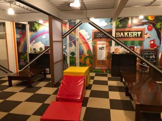 町田にあるサニーベッカリーの33icafeのキッズスペースにあるすべり台