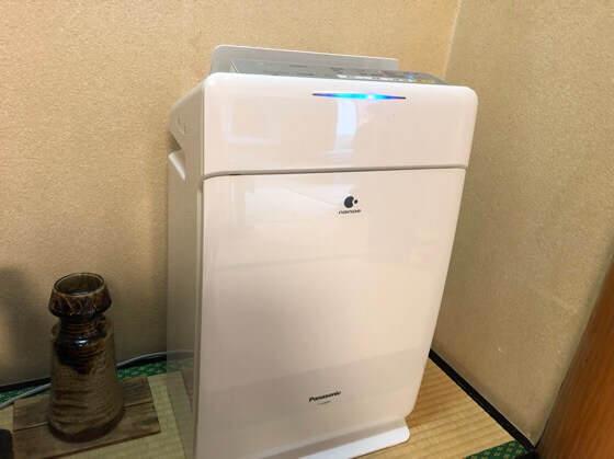 箱根湯本にある箱根水明荘の部屋の加湿機能付き空気清浄機