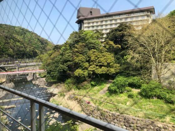 箱根湯本にある箱根水明荘の部屋から見える景色